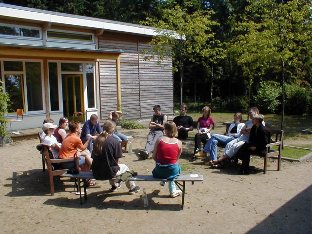 Seminargruppe-vor-seminartrakt