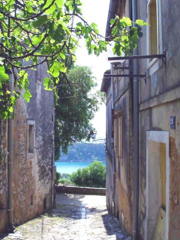 View-from-between-the-houses-in-old-town-jpg
